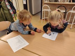Letterspeurtocht: groep 3 en groep 4 leren samen!